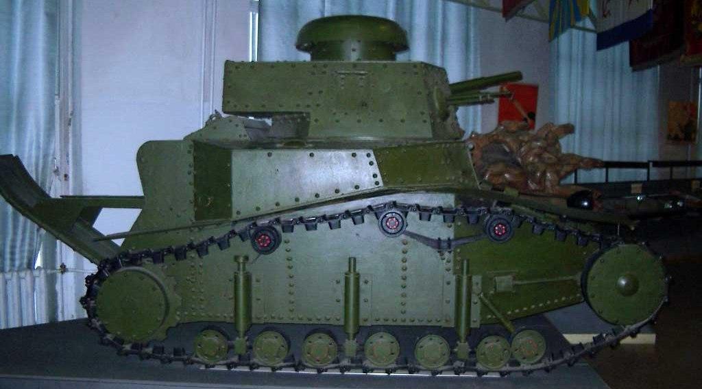 Танк Т-18, вид справа