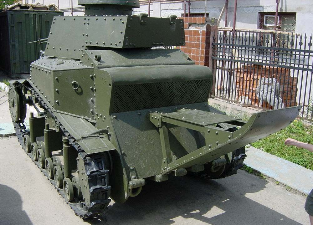 Танк Т-18 вид сзади слева