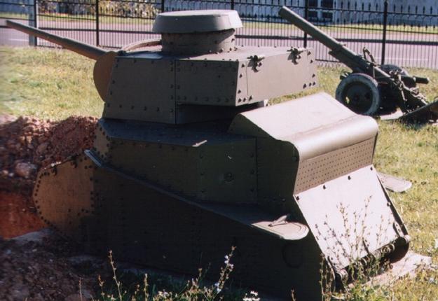 Танк Т-18, защита двигателя