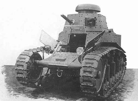 Танк Т-18 с открытым люком