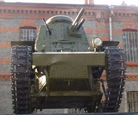 Танк Т-18, вид спереди