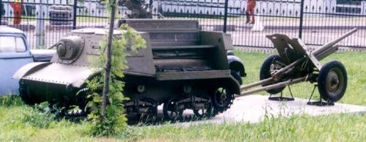 Танк Т-20 с прицепленной пушкой