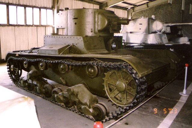 Танк Т-26, вид справа