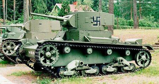 Танк Т-26 в лесу