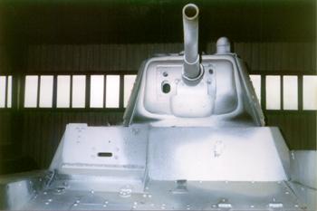 Танк Т-26, зимняя окраска, вид спереди