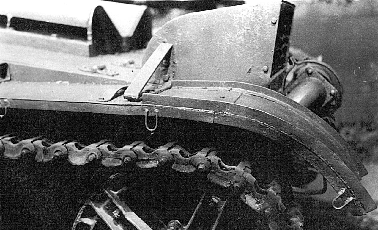 Танк Т-26, крепление крыльев