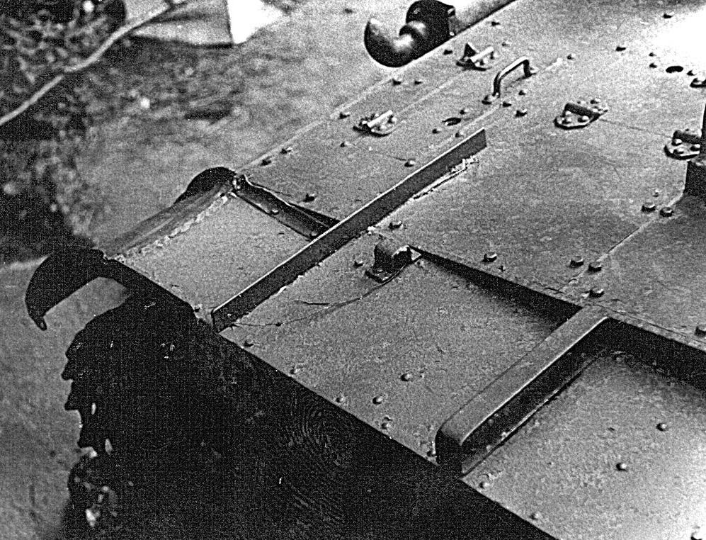 Танк Т-26, моторный отсек