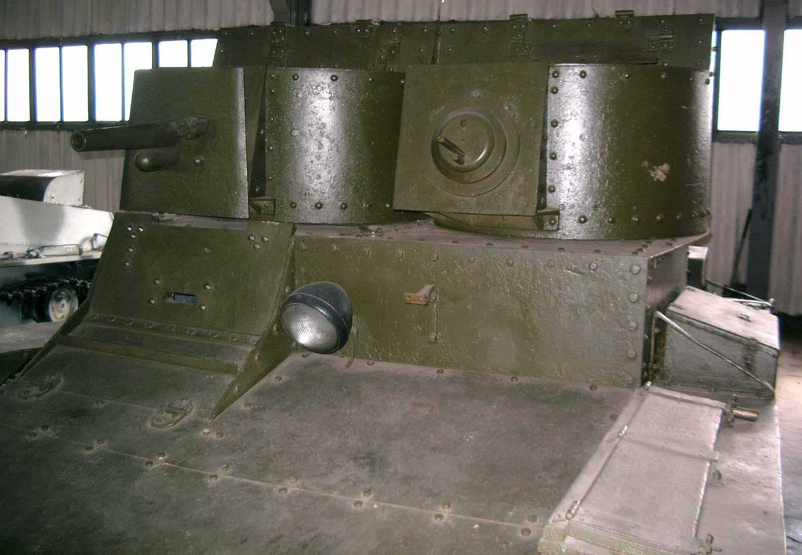 Танк Т-26, фара-искатель