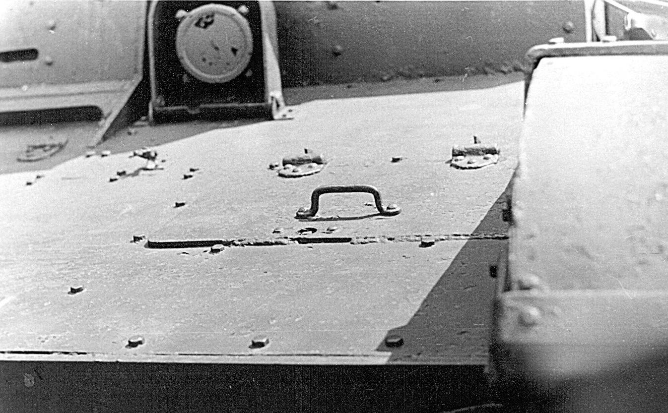 Танк Т-26, люк механика-водителя
