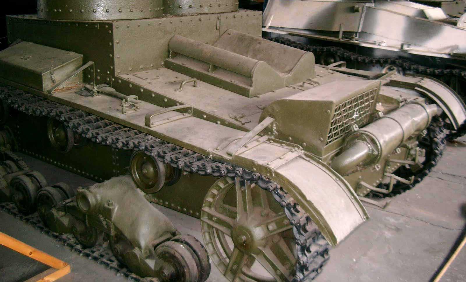 Танк Т-26, задняя часть слева