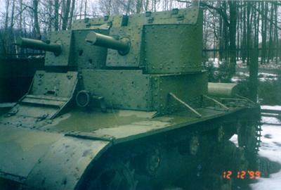 Танк Т-26 с пробоинами в башне