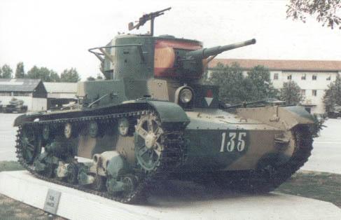 Танк Т-26, вид спереди справа