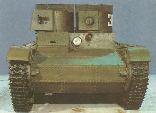 Танк Т-26, вид спереди