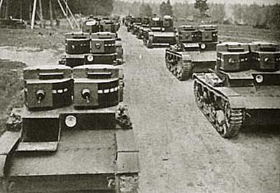 Танк Т-26 в колонне