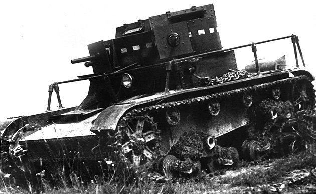 Танк Т-26 с антенной