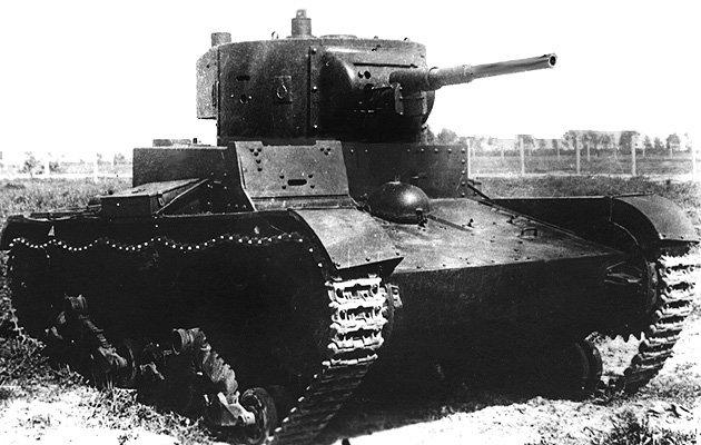Танк Т-26 на марше