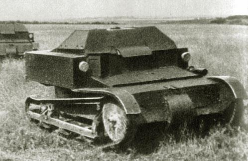 Танк Т-27 в поле