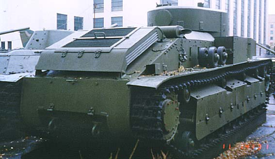 Танк Т-28, моторный отсек