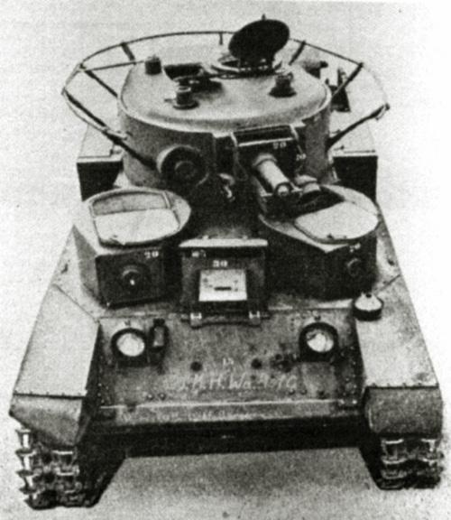 Танк Т-28 с антенной