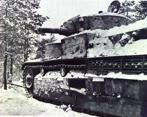 Танк Т-28 в лесу