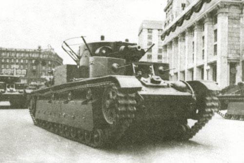 Танк Т-28 на параде