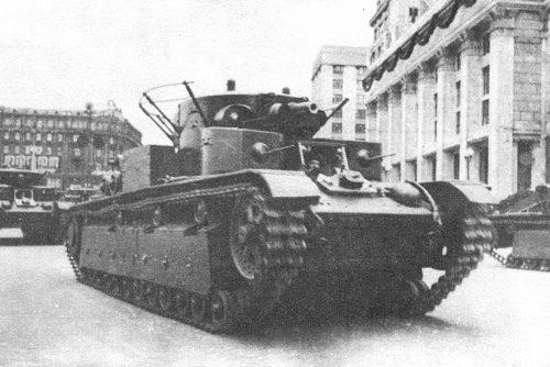 Танк Т-28 марш по городу