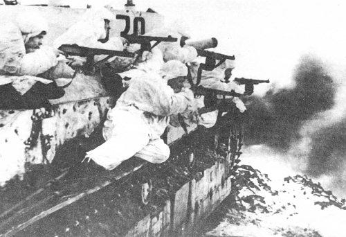 Танк Т-28 в бою