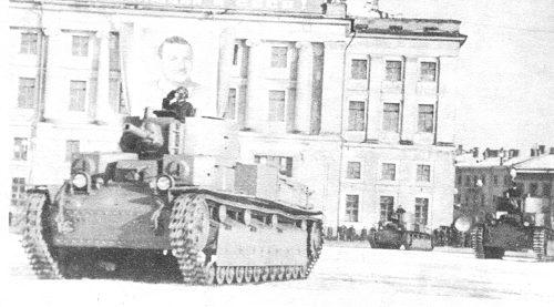 Танк Т-28 в парадном строю