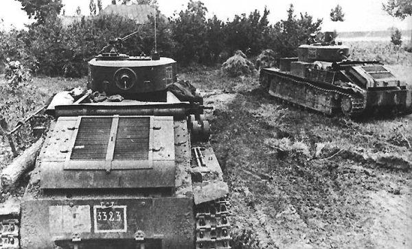 Танк Т-28 преодолевает препятствия