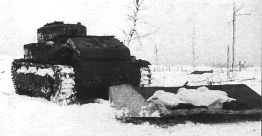 Танк Т-28 с волокушами для транспортировки бойцов
