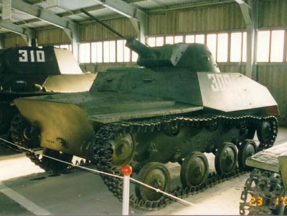 Танк Т-30, вид спереди слева