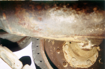 Танк Т-34/76, вид на катки из под днища