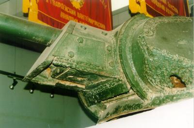 Танк Т-34/76, пробоина в башне