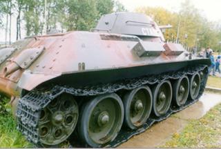 Танк Т-34/76, правый борт сзади