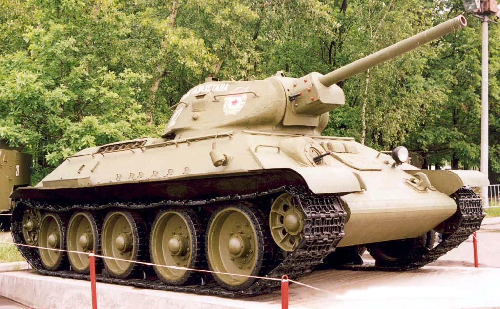 Танк Т-34/76 справа