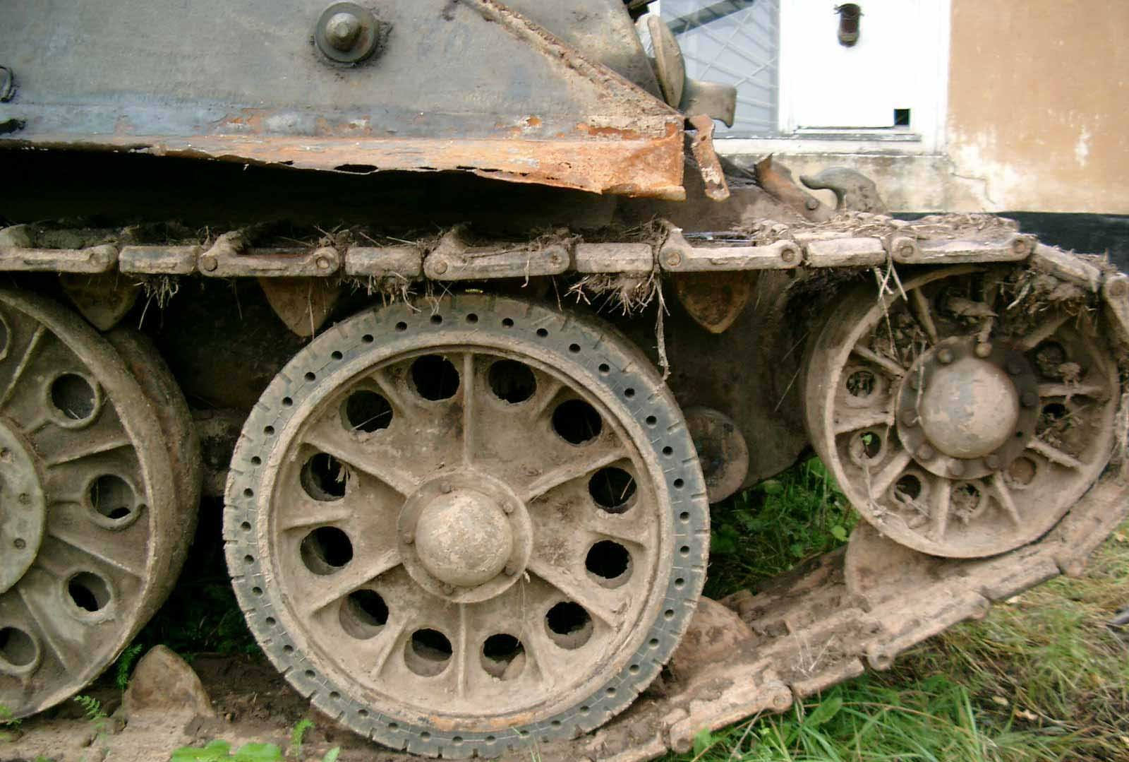 Танк Т-34/76, гусеница, вид справа
