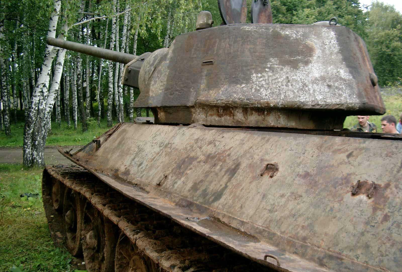 Танк Т-34/76, вид слева