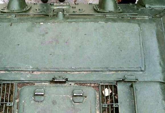 Танк Т-34/85, люк двигателя