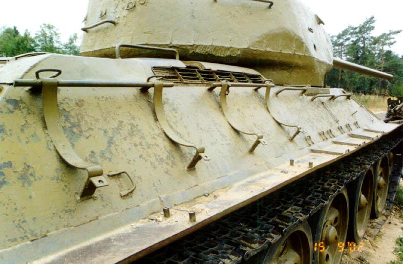 Танк Т-34/85, крепление баков