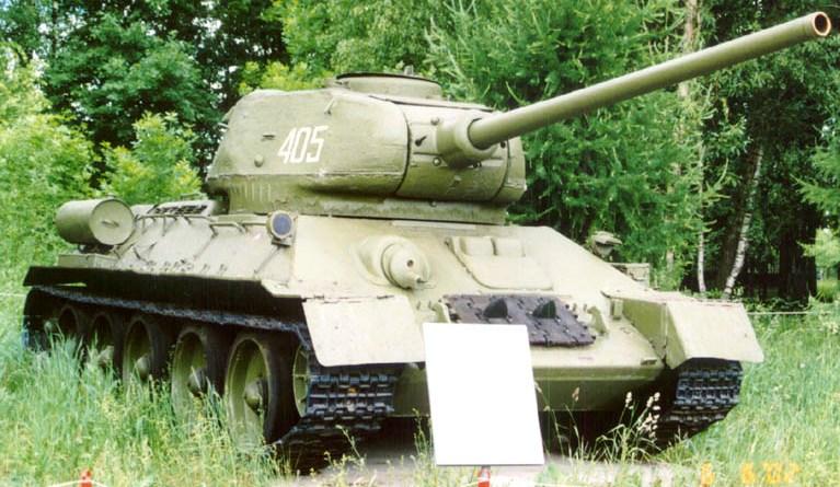 Танк Т-34/85 на постаменте