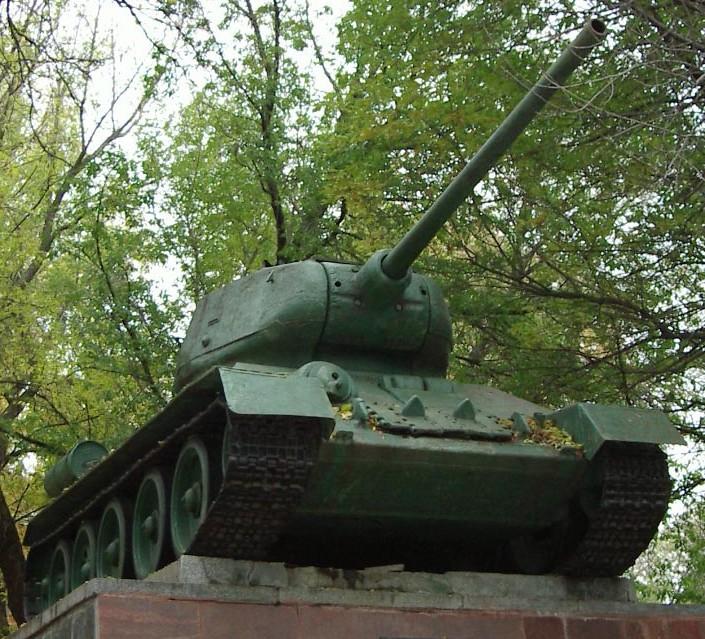 Танк Т-34/85, вид снизу