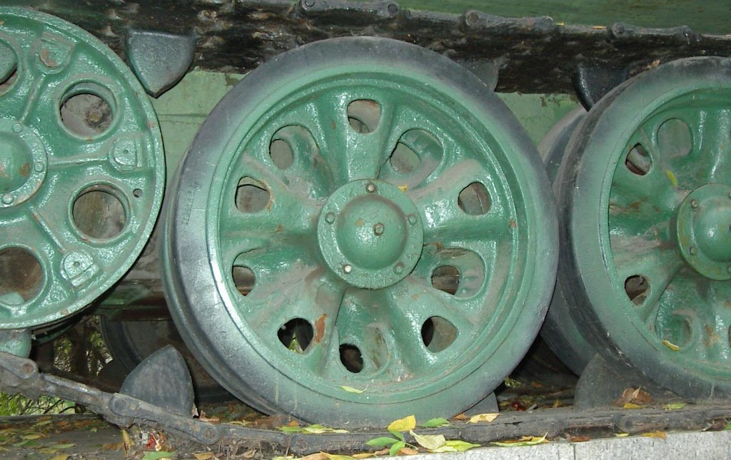 Танк Т-34/85, колеса