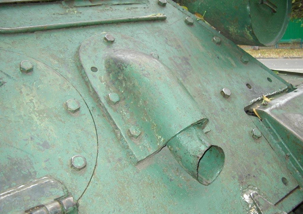 Танк Т-34/85, выхлопная труба