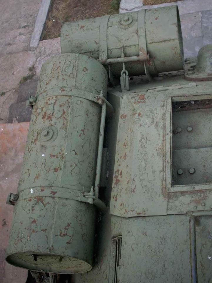 Танк Т-34/85, топливная бочка