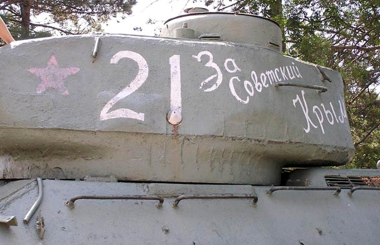 Танк Т-34/85, скобы на корпусе