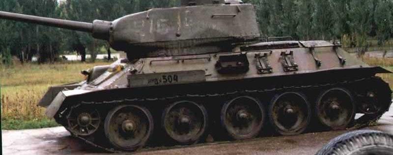 Танк Т-34/85, вид слева