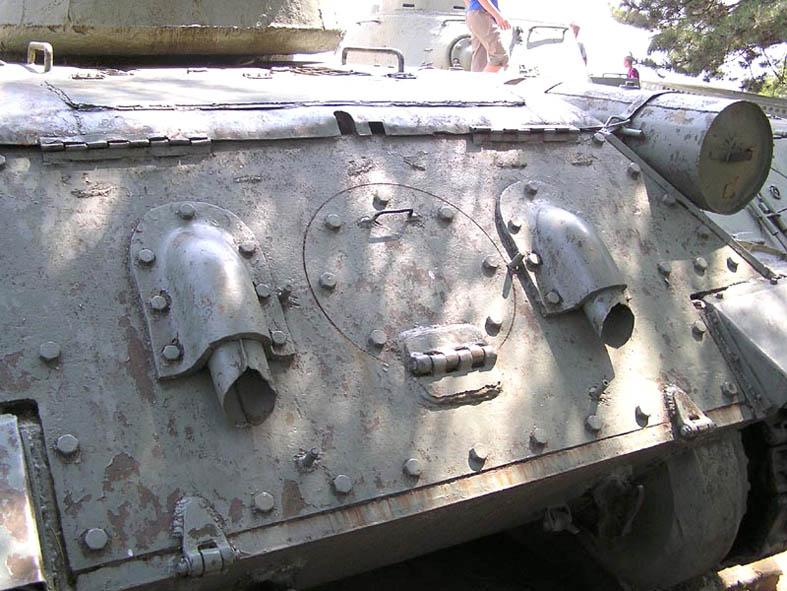 Танк Т-34/85, защита выхлопной системы