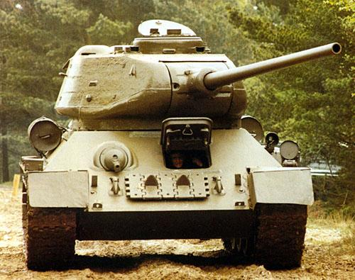 Танк Т-34/85 с повёрнутой башней