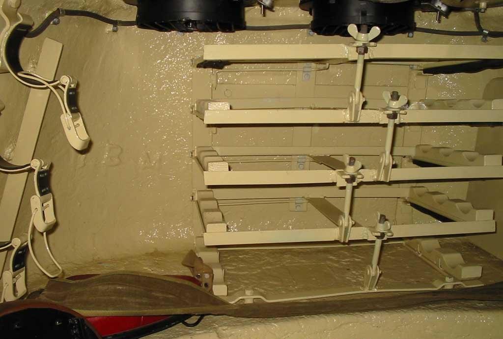 Танк Т-34/85, место для хранения снарядов