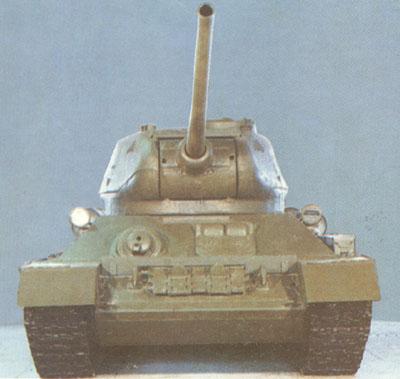 Танк Т-34/85, вид спереди
